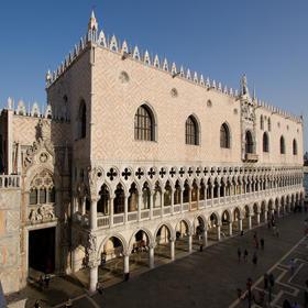 导游带领参观威尼斯总督府