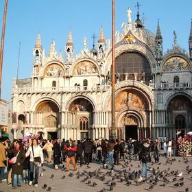 导游带领参观圣马可大教堂和总督府