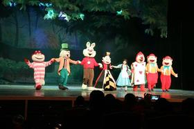 4月儿童剧《爱丽丝梦游仙境》欢乐上演