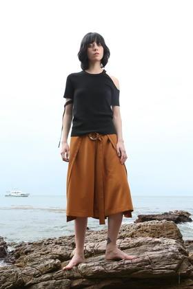 SYUSYUHAN设计师品牌 不对称露肩D型环绑带针织衫T恤个性短袖上衣