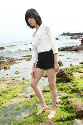 SYUSYUHAN设计师品牌17春夏新 水洗磨破毛边复古高腰热裤牛仔短裤