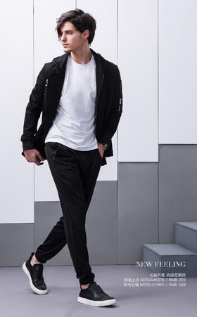 长袖外套:高级定制款——;短袖上衣:M704VA1370¥299; 休闲长裤:M705HC1407¥499
