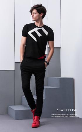 短袖上衣:M705GA1420¥499; 休闲长裤:M705HC1407¥499