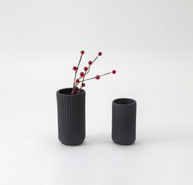 Firm系列竖条纹陶瓷花瓶