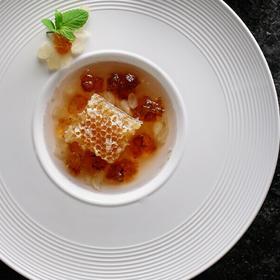 百花巢蜜【500克装】大自然的甜蜜原料,是甜蜜凉菜甜点搭配瞬间提高菜品档次和菜品的独特性。