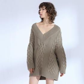 SYUSYUHAN设计师 巴素兰羊毛重磅粗针麻花V领露肩宽松慵懒大毛衣