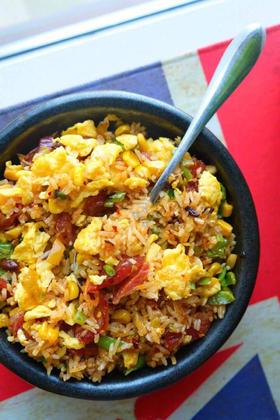 丰盛午餐:食神蛋炒饭+卤鸡腿+豚骨海带汤