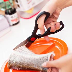 【厨房小能手】日本厨房不锈钢多用剪    随心所欲的厨房剥剪器