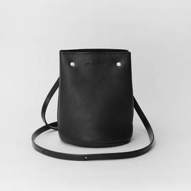 Alfie Douglas 个性利落随身小水桶包|7 款(英国)