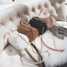 D32017秋冬新款时尚毛绒水桶小包包女毛毛圆筒手提包链条铆钉斜挎包【魅影】
