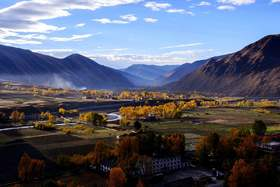 四姑娘山,丹巴藏寨,稻城亚丁,新都桥,海螺沟9日游                                  ——翻越高城坝如镜,暮色低垂照塔林