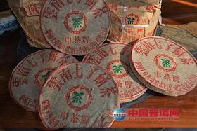 中茶牌下关铁饼(01版),干仓老铁饼,汤色透亮 喉韵清冽