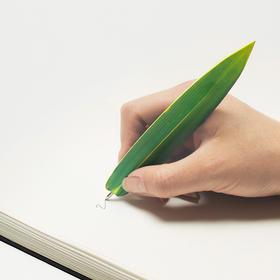 长得像树叶的笔,同时还是一只书签