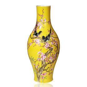 仿清雍正粉彩黄底喜上梅竹纹橄榄瓶