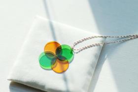 双色圆形琉璃项链