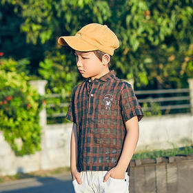男孩格子衫