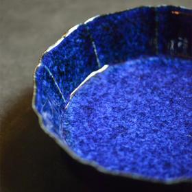《 尘封五百年的美好重现》【长窑制器】洒蓝釉葵式笔洗