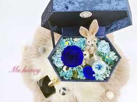 【高端丝绒永生花礼盒】蓝色妖姬与许愿兔 陪你一起看星星