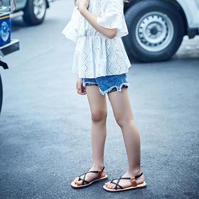 牛仔蕾丝短裤