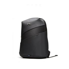 双肩防盗 多功能收纳背包 夜间反光带 亮色防水内衬 加宽肩带 透气减重背包