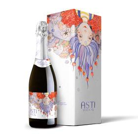 恋爱季 阿斯蒂起泡酒 晶莹剔透的颗颗璀钻般的气泡在稻草色酒体里自由的跳跃