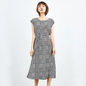 腰间系带黑白真丝连衣裙