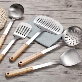 【厨房用品】*厨房木柄不锈钢锅铲不烫手炒菜铲子汤勺勺子漏铲粥勺漏勺厨具炊具 | 基础商品