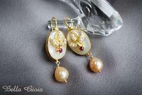 珍珠母贝红宝石耳环