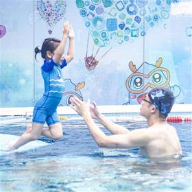 """亲子游泳界的""""爱马仕""""!——价值380元的亲子游泳学习体验券特惠限量购~"""
