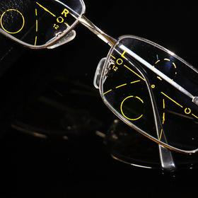 [优选]老花镜 渐进多焦点老花眼镜 防紫外线 轻便耐用 记忆镜腿