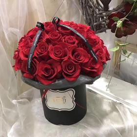 高档花桶卡罗拉红玫瑰