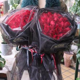 33朵A级卡罗拉红玫瑰黑纱花束