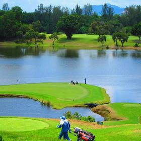 蓝峡谷乡村俱乐部湖畔场 Lake C. Blue Canyan Country Club