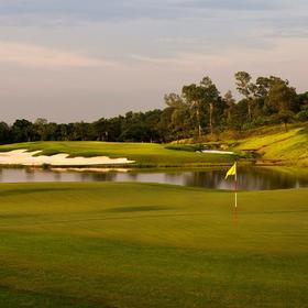 NO.5 天空湖高尔夫俱乐部Sky Lake Resort Golf Club