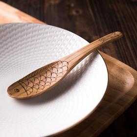 日式和风木质餐具 雕刻栗木鱼型饭勺 原木色