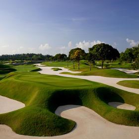 礁湖国家高尔夫乡村俱乐部(世界经典) Laguna National Golf and Country Club(World Classic)