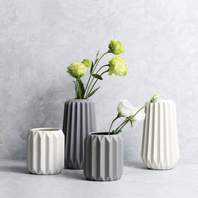 Slowly系列竖条纹陶瓷花瓶
