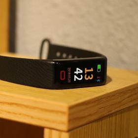 新品 |  爱牵挂V-Color 活力爸妈的健康智能蓝牙手环  测心率 量血压 睡眠监测 样样精通