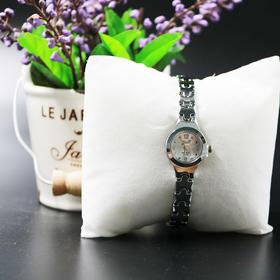 女式新款时装手表(款式随机发)