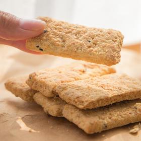 咸蛋黄饼 |  传统起酥工艺 咸香酥脆 吃惯了甜口零食  来几块咸蛋黄饼 配上茶或牛奶 别有风味