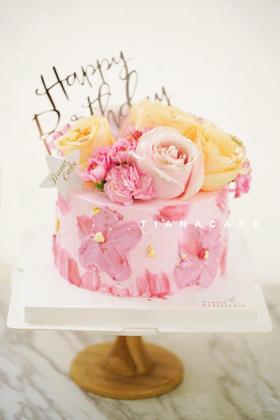 粉色鲜花蛋糕