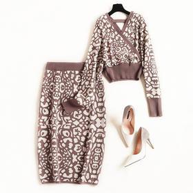 2018套装女冬季新款交错V领露背针织衫几何撞色中长裙两件套8655