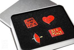 【限定胸针】LOVELOVELOVE爱的艺术:全球影像大展 主题胸针