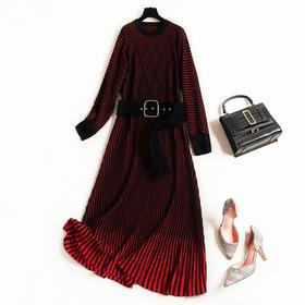 2018女装连衣裙冬季新款连肩袖圆领条纹几何气质高腰针织长裙8756