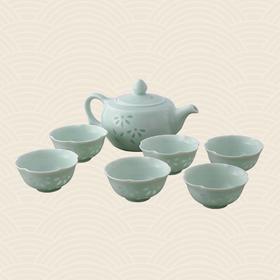故宫博物院 青釉镂空玲珑茶具