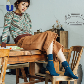 今年流行的袜子穿搭小心机,时髦又保暖,吸睛指数飙升