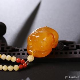 蜜蜡鸡油红【福猪】雕刻件