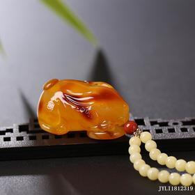 蜜蜡鸡油黄俏色【前途似锦】雕刻件