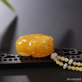 蜜蜡鸡油黄漂白花【福猪】雕刻件
