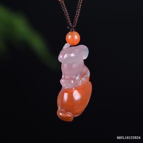 冰飘红南红鼠雕刻件